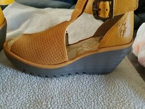 FLY London Yehi Perforated Leather Ankle Strap Wedge honey color Eur 36/US 5.5