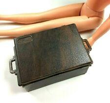 Sindy 1977 Picnic Set brown box trunk hamper case luggage logo 44424 scale 1:6