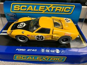 1 32 SCALEXTRIC C3211 FORD GT40 YL/BK SEBRING 1970  slot car