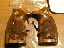 COLT DETECTIVE SPECIAL WALNUT GRIPS W/FACTORY COLT MEDALLIONS & FINGER GROOVES
