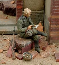 Royal Model 1/35 German Soldier Writing his Diary WWII [Resin Figure Model] 145