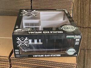 Greenlight 1/64 GREEN MACHINE Vintage Gas Station Building Blank White 57014