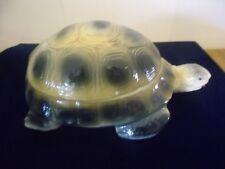 Boite cendrier en forme de tortue , publicité  rubans TORTUE carbons