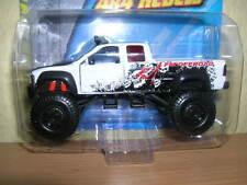 Maisto Fresh Metal 4 x 4 Rebels Chevrolet Pickup weiss white, 1:64
