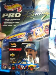 Hot Wheels Pro Racing 1998 Kyle Petty #44 Players Inc 1:64 scale