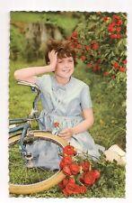 fillette au vélo ,bicyclette