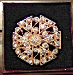 GOLD COLOURED VINTAGE STYLE BROOCH  B-51