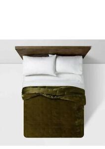 New Opalhouse Moss Green Velvet Rayon Blend King Quilt