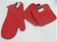 3 Piece red Kitchen Decor 2 Potholders, 1 Oven mitt, set