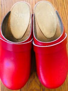 SVEN CLOGS RED KIDS SIZE 12 or (size 30) a KINDERGARTNER SIZE