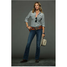Killer Women with Tricia Helfer as Molly Parker Holding Hat 8 x 10 Inch Photo