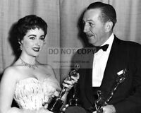 ELIZABETH TAYLOR AND WALT DISNEY AT 1954 ACADEMY AWARDS - 8X10 PHOTO (AZ781)