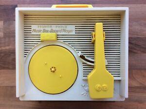 VINTAGE FISHER PRICE MUSIC BOX RECORD PLAYER CLOCKWORK MODEL 995 & 5 DISCS (AW)