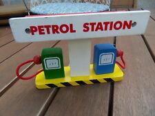 Petrol station toys jouet ilot pompes a essence garage deco diorama Vilac ??