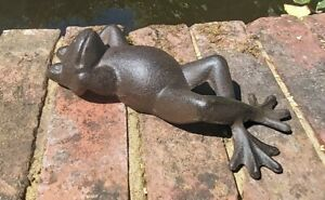 Cast Iron Frog Toad Garden Ornament Statue Cute 21cm Pond Brown Sun Bathing New