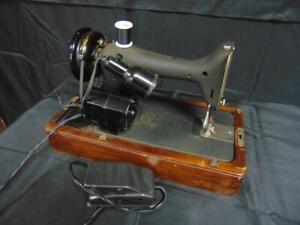 Vintage 1941 Singer Portable Sewing Machine Model 99 in Bent Wood Case