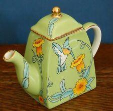 Una caffettiera porcellana in miniatura con fiori ronzio Birds