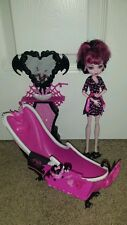 MONSTER HIGH DOLL DRACULAURA POWER ROOM AND DOLL