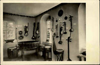 Markneukirchen Vogtland DDR s/w AK 1956 Im Gewerbemuseum asiatische Instrumente