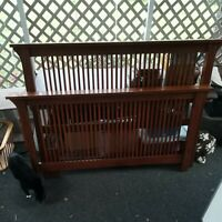 Mission Arts & Crafts Stickley style Queen Spindle Bed preowned tiger oak beauty