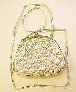 VINTAGE RETRO STYLE PADDED LITTLE SILVER FAUX LEATHER EVENING SHOULDER BAG CHIC