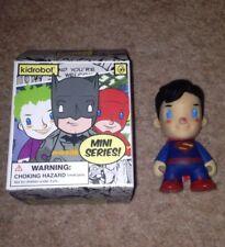 "Kidrobot DC MINI SERIE SUPERMAN Figura in vinile 3"" UNIVERSO COMICS"