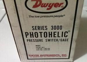 DWYER SERIES 3000 MODEL 3004C PHOTOHELIC PRESSURE SWITCH/GAGE, Circuit HH, 12OV