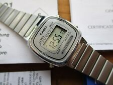 retro style ladies CASIO DIGITAL watch, great condition, with papers