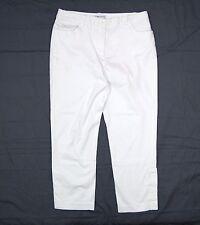 Womens Bill Blass Capri Pants Size 10 White Button cuffs W33 L25 Stretch  A1P