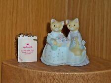 Hallmark Merry Miniature 1988 Cosmopolitan Cat Kitten Basket & Flowers with Card