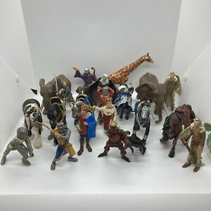 Lot Of Schleich Medieval Knights Horse Coat Of Arms Figures / Animal Toys AS IS