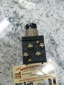 Allen-Bradley Bulletin 800H-AK2A Black Pushbutton Switch 600 V MAX (BOX#50)