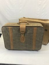 Fifth Avenue Suit Case (new) Open Box 26 Inches By 19 Inches With Wheels