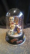 """1996 BETTY BOOP """" HOLLYWOOD BETTY """"  HAND PAINTED FIGURINE IN GLASS DOME"""