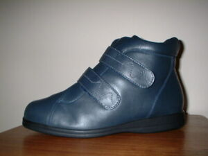 COSYFEET EXTRA ROOMY NAVY LEATHER TOUCH FASTEN STRAPS ULTRA WIDE 8.5/42.5EEEE+