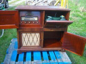 Vintage Rare Philco model 50-1727 AM FM Turntable Mahogany Cabinet Radio