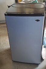 Sanyo Compact Refrigerator/Freezer +- 5 cubic feet mini fridge beer/drink cooler