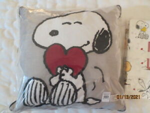 Pottery Barn Kids Peanuts Snoopy Valentines Day Heart Pillow NWT super sweet
