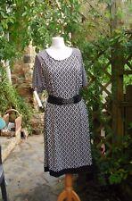 jolie robe féminine imprimé losanges noir/blanc grande taille 48/50 tendance