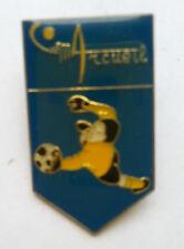 Pin's pin FOOTBALL C.O.S.M ARCUEIL GARDIEN DE BUT MAILLOT JAUNE (ref CL32)