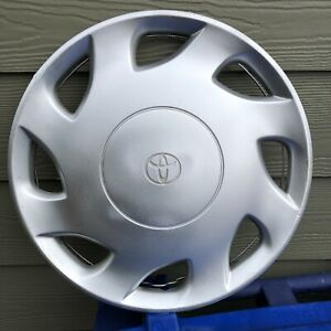 """One Used Toyota Sienna hubcap 1998-2000 fits 15"""" Wheel 42621-AE010  Free S&H"""