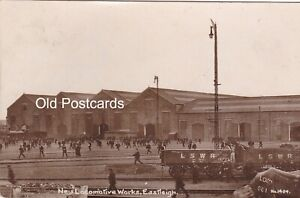 NEW LOCOMOTIVE WORKS, EASTLEIGH - OLD REAL PHOTO POSTCARD (ref 6264/21/G4)
