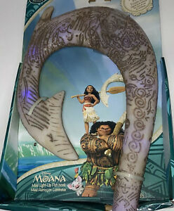 NEW IN BOX Disney Store Maui's Magical Fish Hook from Moana Light Up & Sound 18""