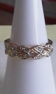 Small gold plated sparkly clear stone band ring sz M