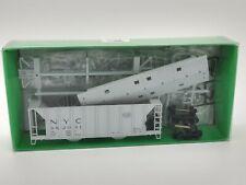 New York Central 70 Ton 2-Bay Covered Hopper #882114 HO - Bowser #56104