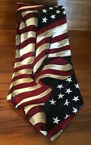 """Museum Gallery American flag all silk red white blue tie 4"""" Wide EUC"""