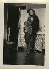 PHOTO ANCIENNE - VINTAGE SNAPSHOT - FEMME MODE ÉVENTAIL COSTUME - FASHION WOMAN