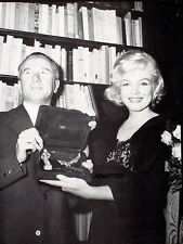 MARILYN MONROE VINTAGE PIN-UP POSTER ACCEPTING AWARD RARELY FOUND PHOTO!!