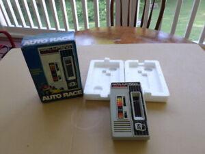 Original 1976 Mattel Electronics AUTO RACE Pocket Electronic Game 9879 + Box