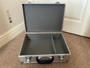 ALUMINIUM FLIGHT CASE ( 390mm x 300mm x 140mm ) ( NO KEYS ) ( W )
